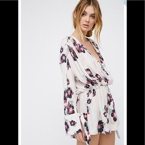 •Free People• A.N.A. Floral Bell Sleeve Tunic